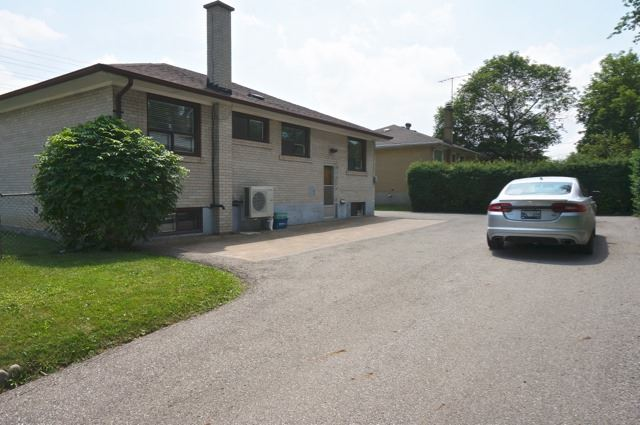 Detached at 206 Major Mackenzie Dr E, Richmond Hill, Ontario. Image 8