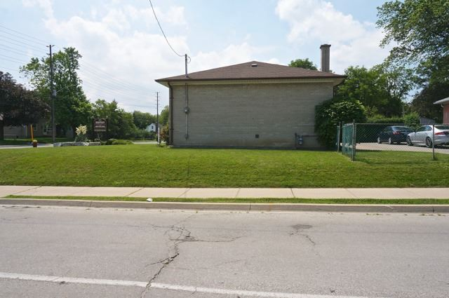 Detached at 206 Major Mackenzie Dr E, Richmond Hill, Ontario. Image 5