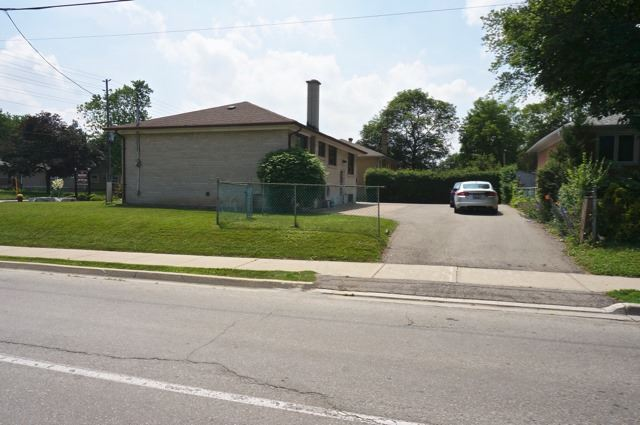 Detached at 206 Major Mackenzie Dr E, Richmond Hill, Ontario. Image 6