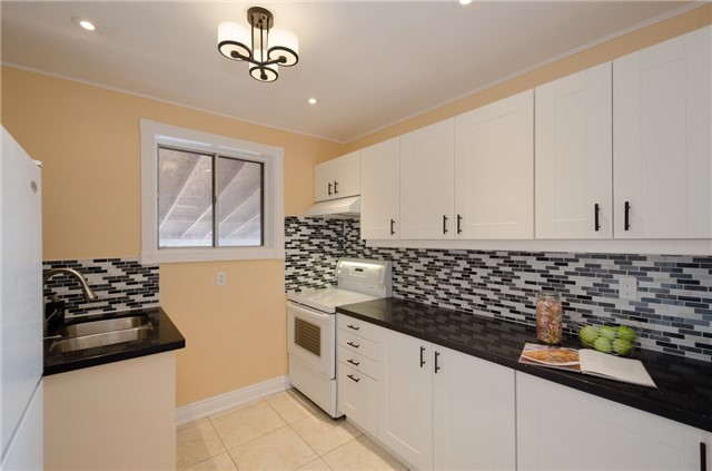 Semi-detached at 269 Mcconvey Dr, Richmond Hill, Ontario. Image 8