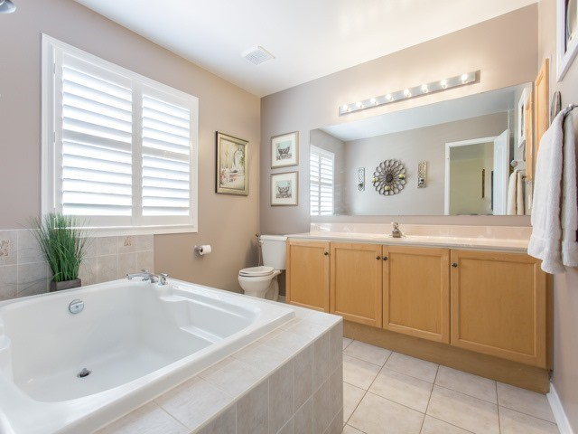 Detached at 111 Russell Jarvis Dr, Markham, Ontario. Image 3