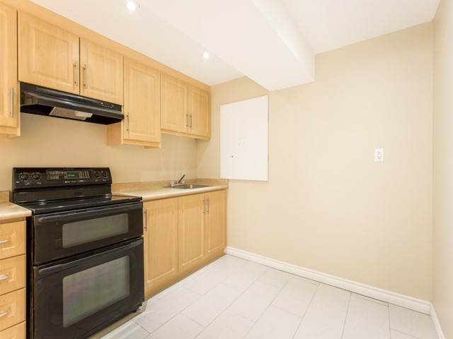 Detached at 111 Russell Jarvis Dr, Markham, Ontario. Image 9
