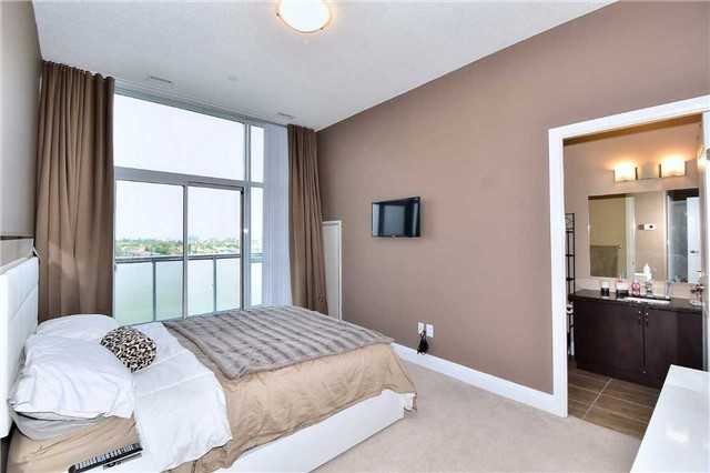 Condo Apartment at 8763 Bayview Ave, Unit 723, Richmond Hill, Ontario. Image 8