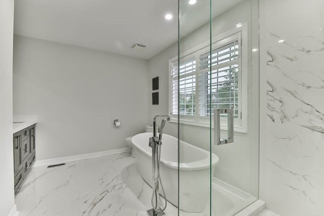 Detached at 275 Country Glen Rd, Markham, Ontario. Image 3