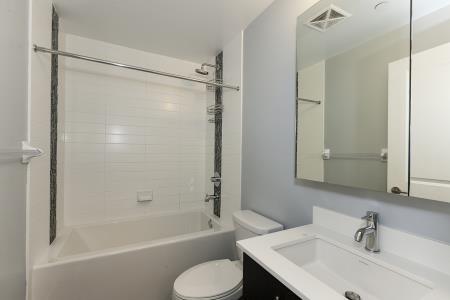 Condo Apartment at 55 Oneida Cres, Unit 1707, Richmond Hill, Ontario. Image 5