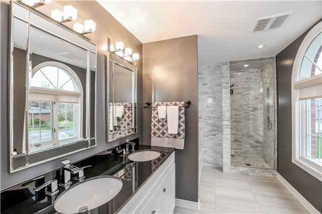 Detached at 15 Willow Wood Pl, East Gwillimbury, Ontario. Image 6