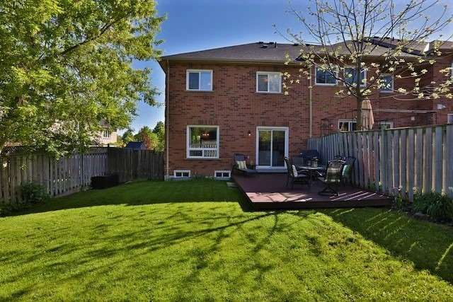 Townhouse at 6 Fife Rd, Aurora, Ontario. Image 12