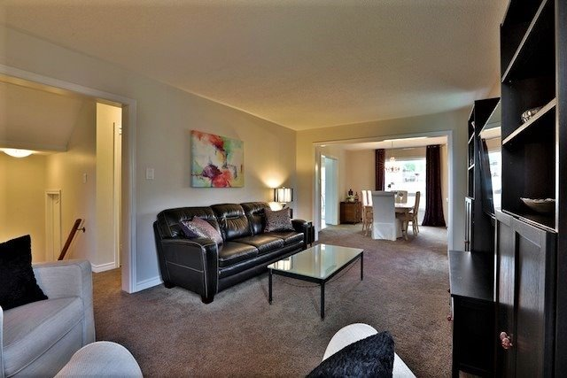Townhouse at 6 Fife Rd, Aurora, Ontario. Image 15