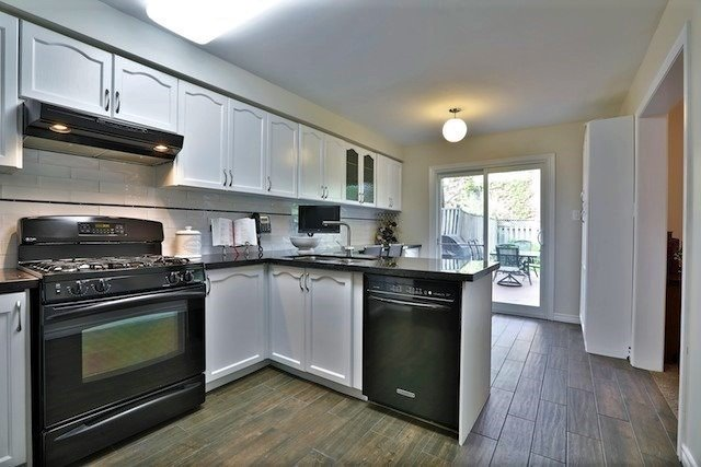 Townhouse at 6 Fife Rd, Aurora, Ontario. Image 3