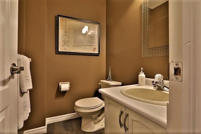 Townhouse at 6 Fife Rd, Aurora, Ontario. Image 4