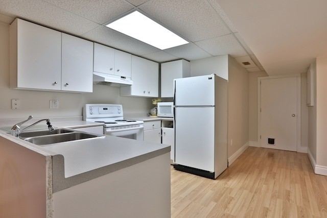 Townhouse at 6 Fife Rd, Aurora, Ontario. Image 10