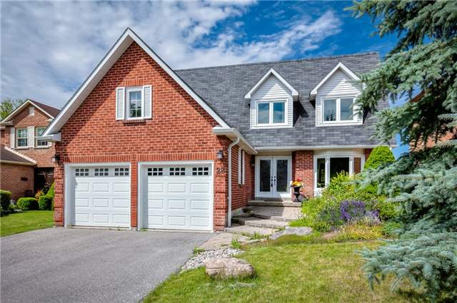 Detached at 28 Fern Valley Cres, Richmond Hill, Ontario. Image 1