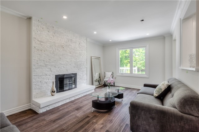 Detached at 28 Fern Valley Cres, Richmond Hill, Ontario. Image 15