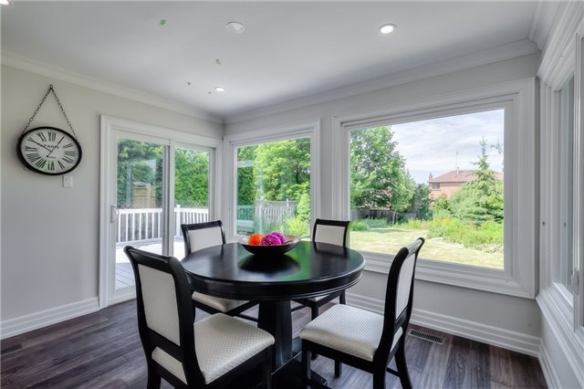 Detached at 28 Fern Valley Cres, Richmond Hill, Ontario. Image 18