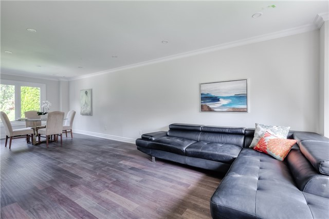 Detached at 28 Fern Valley Cres, Richmond Hill, Ontario. Image 19