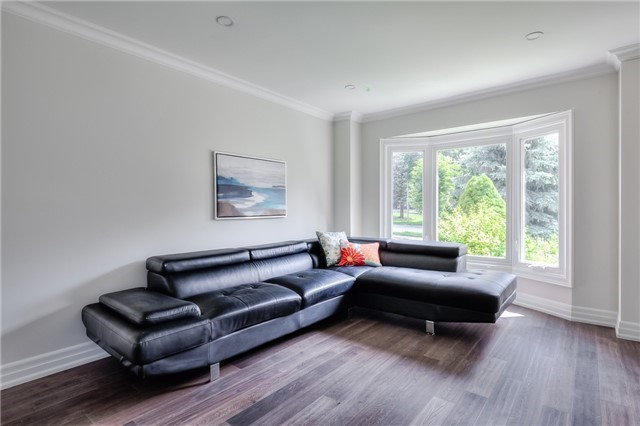 Detached at 28 Fern Valley Cres, Richmond Hill, Ontario. Image 2