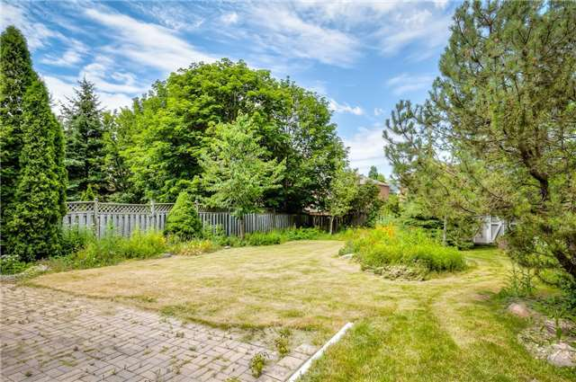 Detached at 28 Fern Valley Cres, Richmond Hill, Ontario. Image 11