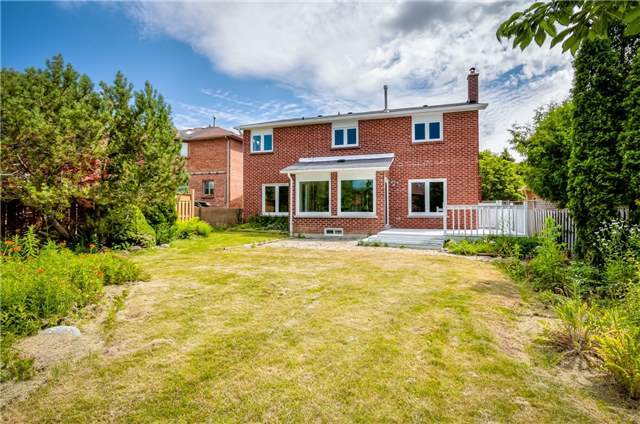 Detached at 28 Fern Valley Cres, Richmond Hill, Ontario. Image 13