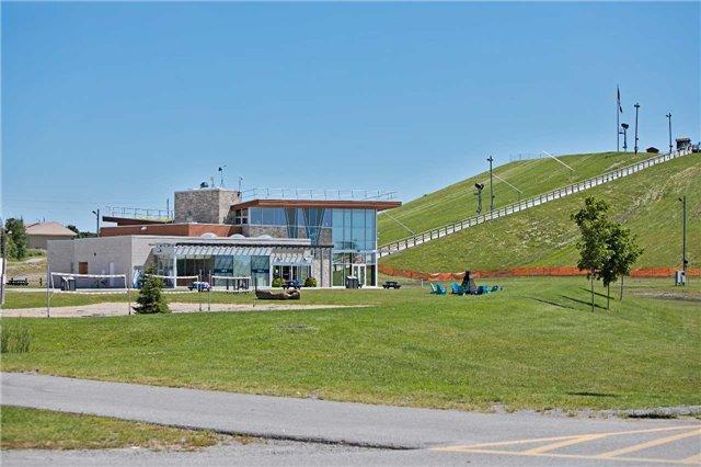 Duplex at 59 Middle St, Georgina, Ontario. Image 3