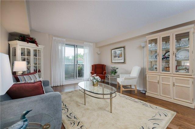 Condo Apartment at 121 Woodbridge Ave, Unit 304, Vaughan, Ontario. Image 2