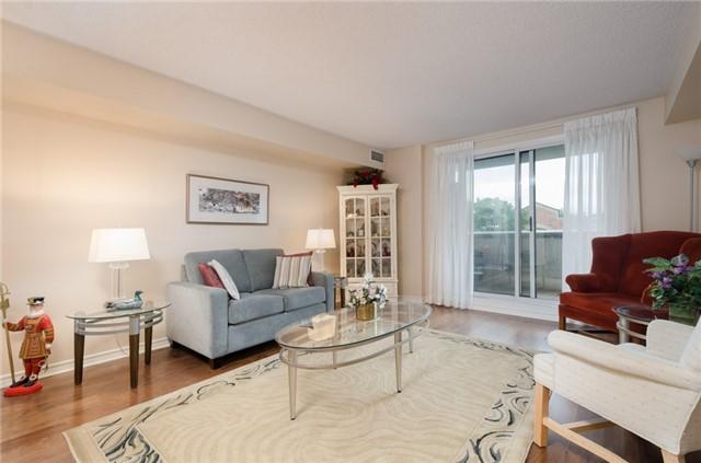 Condo Apartment at 121 Woodbridge Ave, Unit 304, Vaughan, Ontario. Image 3