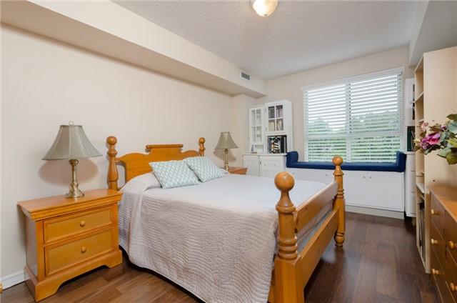 Condo Apartment at 121 Woodbridge Ave, Unit 304, Vaughan, Ontario. Image 5