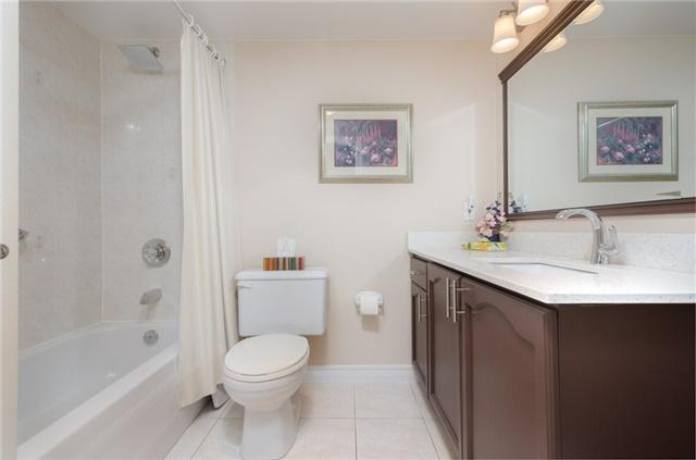 Condo Apartment at 121 Woodbridge Ave, Unit 304, Vaughan, Ontario. Image 7