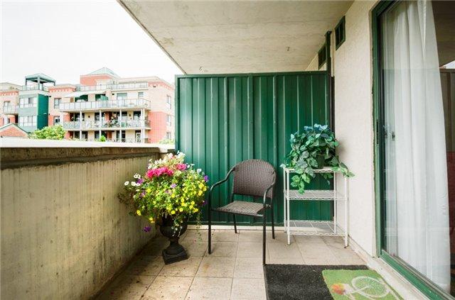 Condo Apartment at 121 Woodbridge Ave, Unit 304, Vaughan, Ontario. Image 8