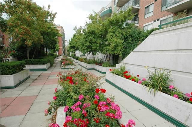 Condo Apartment at 121 Woodbridge Ave, Unit 304, Vaughan, Ontario. Image 11