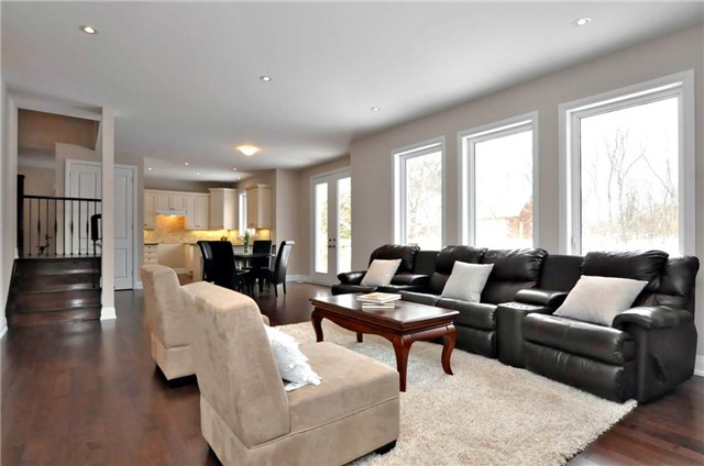 Detached at 2305 4th Line, Innisfil, Ontario. Image 6