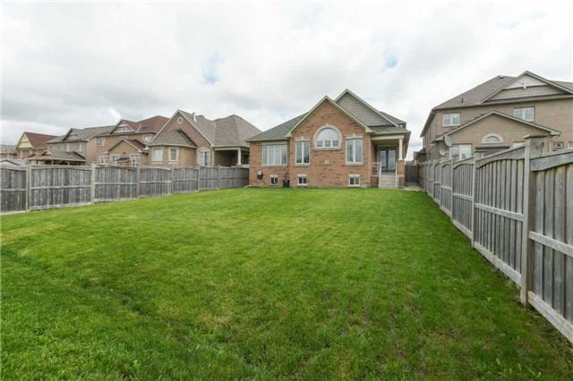 Detached at 51 Seiffer Cres, Richmond Hill, Ontario. Image 13