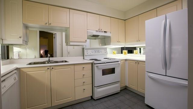 Condo Apartment at 2200 John St, Unit 611, Markham, Ontario. Image 15
