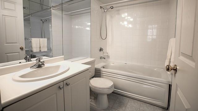 Condo Apartment at 2200 John St, Unit 611, Markham, Ontario. Image 6