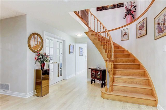Detached at 70 Pickett Cres, Richmond Hill, Ontario. Image 12