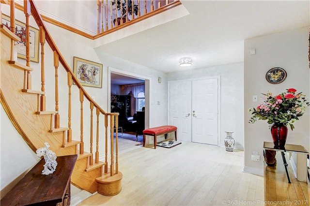 Detached at 70 Pickett Cres, Richmond Hill, Ontario. Image 14