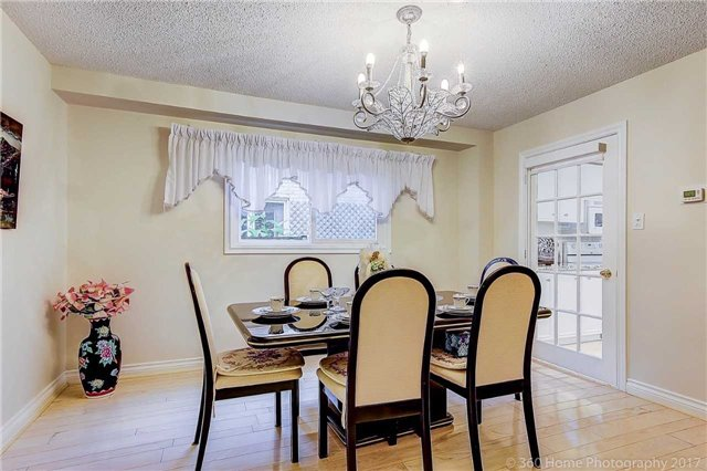 Detached at 70 Pickett Cres, Richmond Hill, Ontario. Image 16