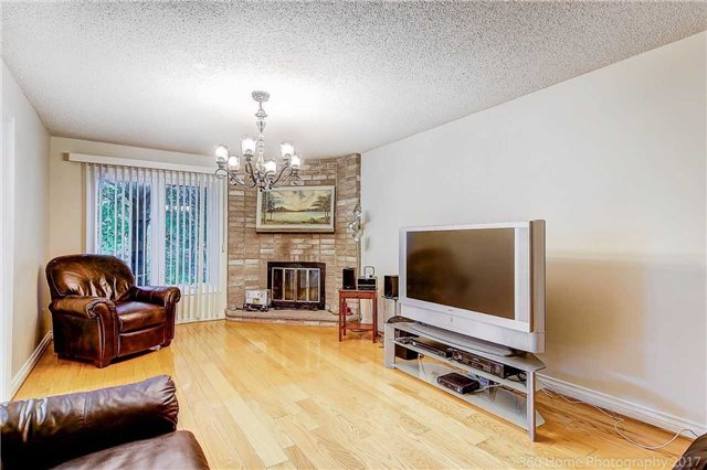 Detached at 70 Pickett Cres, Richmond Hill, Ontario. Image 19