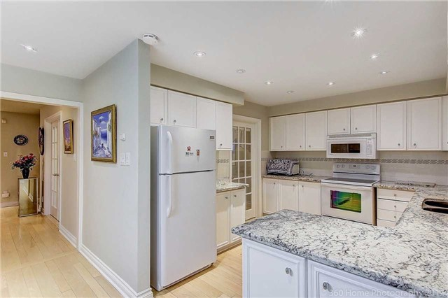 Detached at 70 Pickett Cres, Richmond Hill, Ontario. Image 20