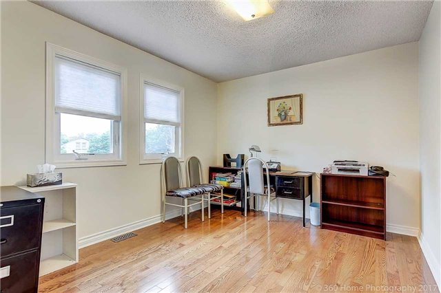 Detached at 70 Pickett Cres, Richmond Hill, Ontario. Image 5