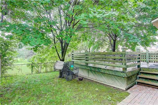 Detached at 70 Pickett Cres, Richmond Hill, Ontario. Image 11