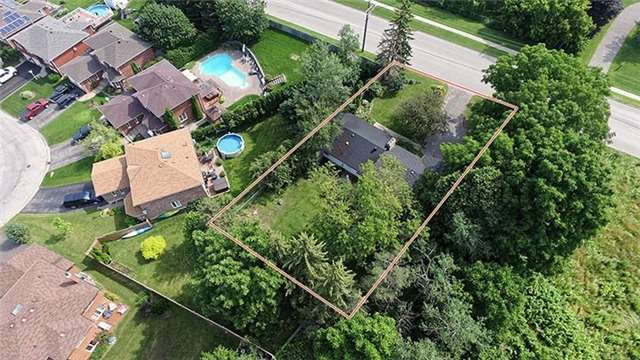 Detached at 292 Barrie St, Bradford West Gwillimbury, Ontario. Image 20