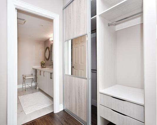 Condo Apartment at 333 Clark Ave W, Unit 717, Vaughan, Ontario. Image 5