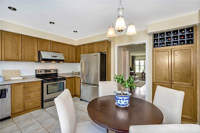 Townhouse at 182 Bantry Ave, Richmond Hill, Ontario. Image 16