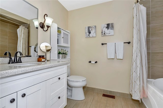 Townhouse at 182 Bantry Ave, Richmond Hill, Ontario. Image 3