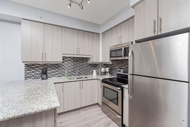 Condo With Common Elements at 24 Woodstream Blvd, Unit 814, Vaughan, Ontario. Image 16