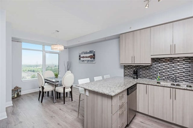 Condo With Common Elements at 24 Woodstream Blvd, Unit 814, Vaughan, Ontario. Image 19