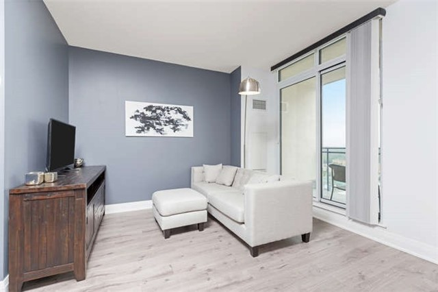 Condo With Common Elements at 24 Woodstream Blvd, Unit 814, Vaughan, Ontario. Image 2