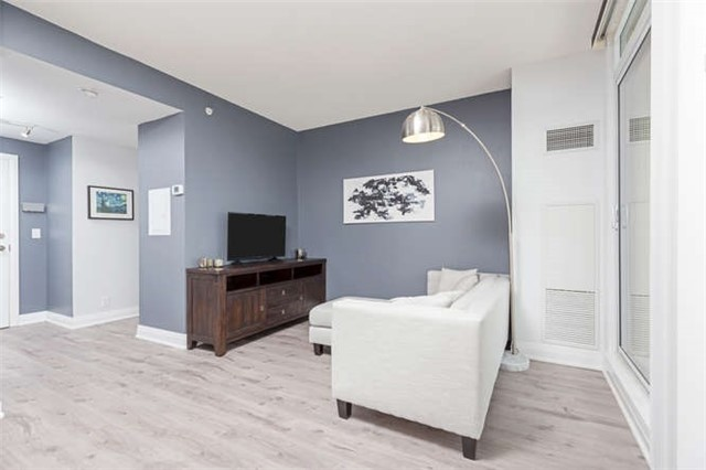 Condo With Common Elements at 24 Woodstream Blvd, Unit 814, Vaughan, Ontario. Image 3