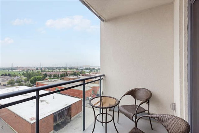 Condo With Common Elements at 24 Woodstream Blvd, Unit 814, Vaughan, Ontario. Image 5