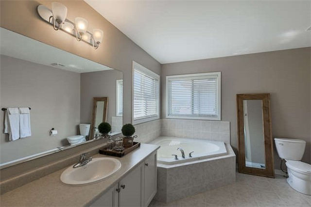 Detached at 134 Donald Stewart  Cres, East Gwillimbury, Ontario. Image 10
